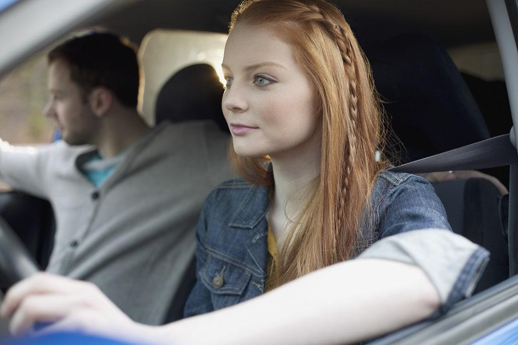 Assurance jeune conductrice